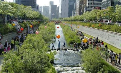 Old freeway through Seoul becomes a river park